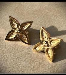 Sitges Giants' Flower Big Button Earrings gold plated